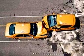 Crash-test čelní srážky dvou automobilů