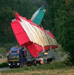Křídlo Airbusu A380 na kamionu