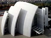 Moderní kostel se samočisticím povrchem