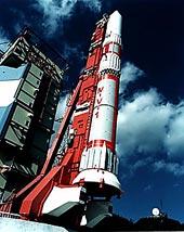 Raketa M-5 na startovací rampě
