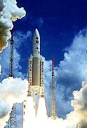 Start rakety Ariane 5 s množstvím kouře